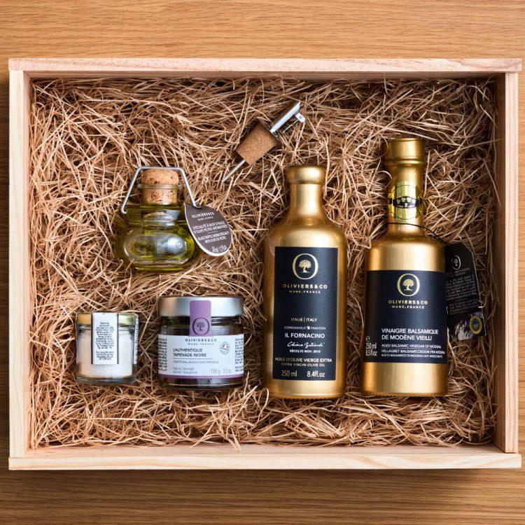 「ゴールドアソートセット」木箱に入った上質な調味料の詰め合わせは、特別なギフトにおすすめです。