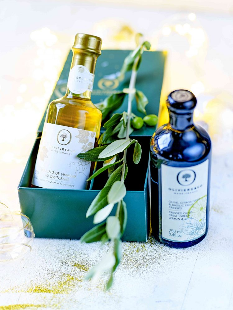 フランス・ソーテルヌ地区の貴重なブドウから作られた「ソーテルヌワインビネガー」と、OLIVIERS&CO人気のアロマティックオイルの限定フレーバー「オリーブオイル&フレッシュグリーンレモン‐バジリコ」を詰め合わせた、期間限定のギフトセットです。