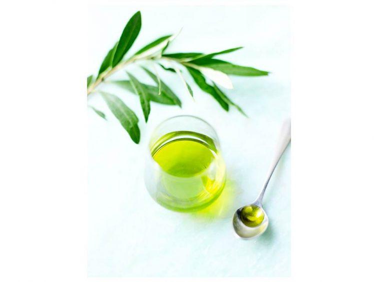 エクストラヴェルトー人気のェキストラバージンオリーブオイル。美しい緑色の青々しい草の香りが特徴的。